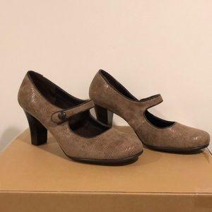 Tan Mary Jane heels